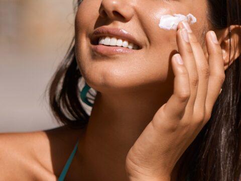 Protege tu piel del sol con un toque de color